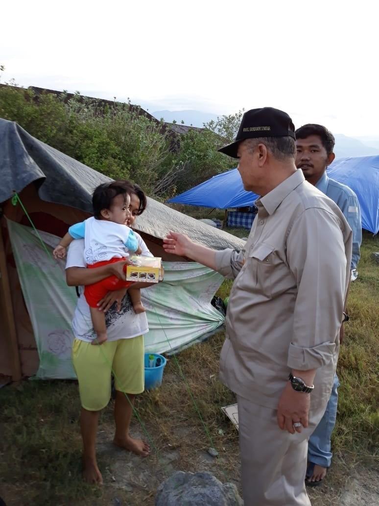 Wagub Nasrul Abit Sentu Pengungsi Bencana Gempa Sulteng dengan Randang