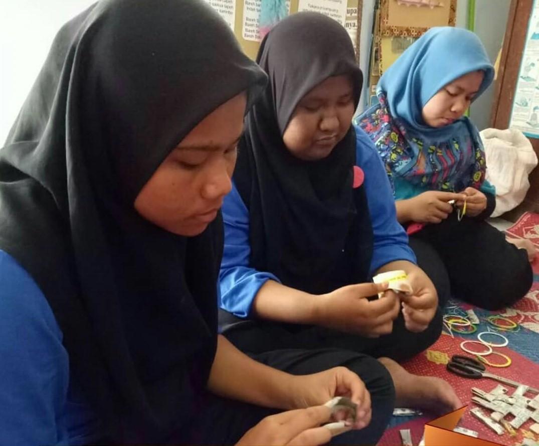 Gudep SLB Negeri 2 Padang Hasilnya Kerajinan dari Barang Bekas